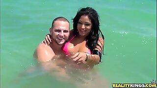 Brunette Latin gal Lisa Lee poses in bikini