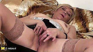 55yo Eranka loves to masturbate on her bed
