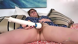 Thelma Sleaze makes her hairy pussy cum hard