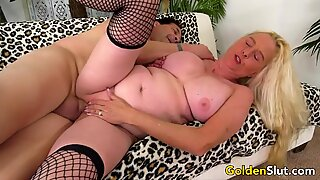 GILF Sara Skippers Enjoys a Long Dick