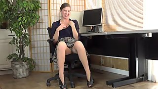 American milf Valentine can'_t control her hairy pussy