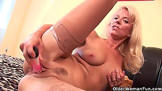 Grandma with hanging tits gives her old pussy a workout